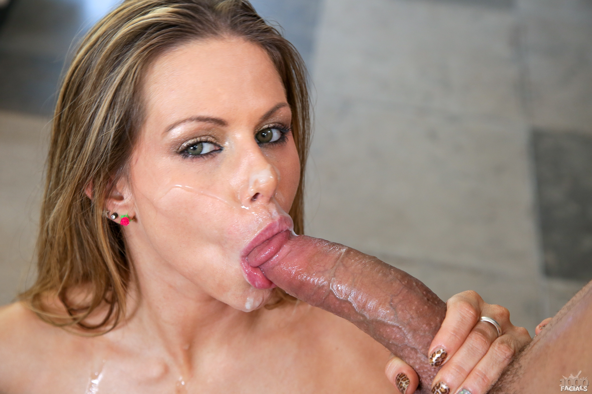 Rachel Roxxx Trying Out The Office's Cock